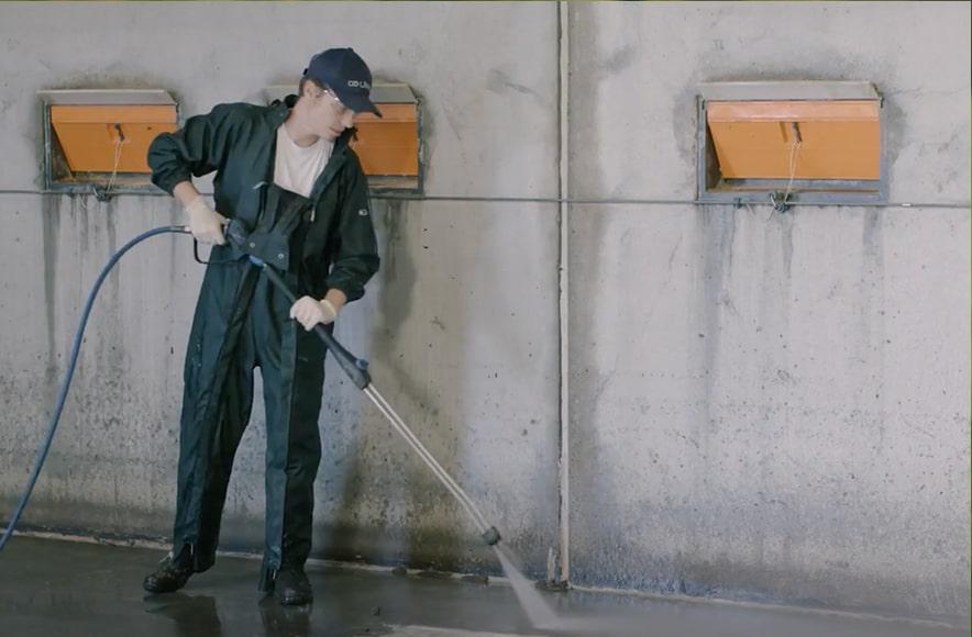Čiščenje z vodo in s čistilom Kenosan, primerjava, Animalis, d.o.o.